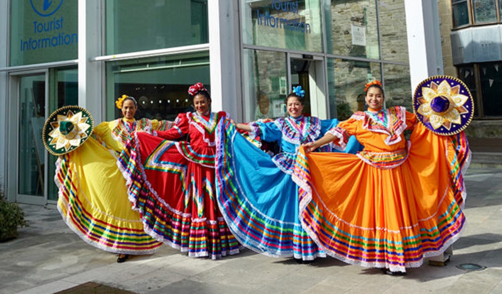 Wessex-Museums_Mexican-dancers-outside-museum